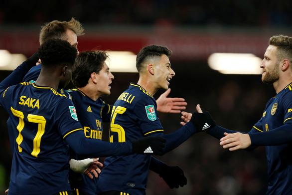 Liverpool loại Arsenal khỏi Cúp liên đoàn sau cuộc rượt đuổi tỉ số kinh điển - Ảnh 1.