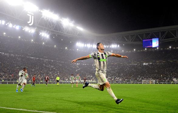 Ronaldo ghi bàn phút bù giờ, Juventus hạ Genoa và trở lại đỉnh bảng - Ảnh 3.