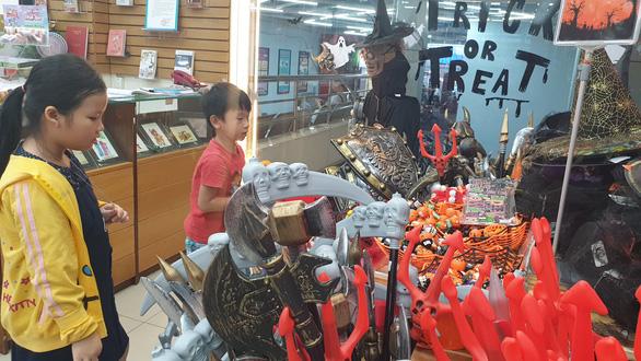 Chơi Halloween, chi tiền triệu cho thú cưng hóa trang - Ảnh 2.