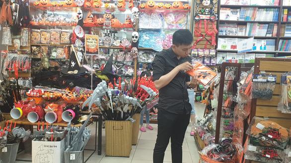 Chơi Halloween, chi tiền triệu cho thú cưng hóa trang - Ảnh 4.