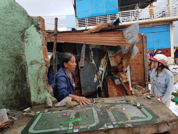 Bình Định ban bố tình trạng khẩn cấp kè biển Nhơn Hải sau bão số 5 - Ảnh 3.