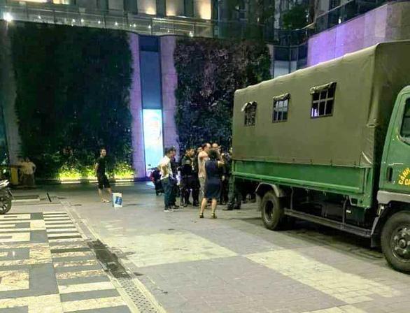 Nghẹt thở dùng quả nổ giải cứu con tin trong tòa nhà cao nhất Sài Gòn - Ảnh 3.