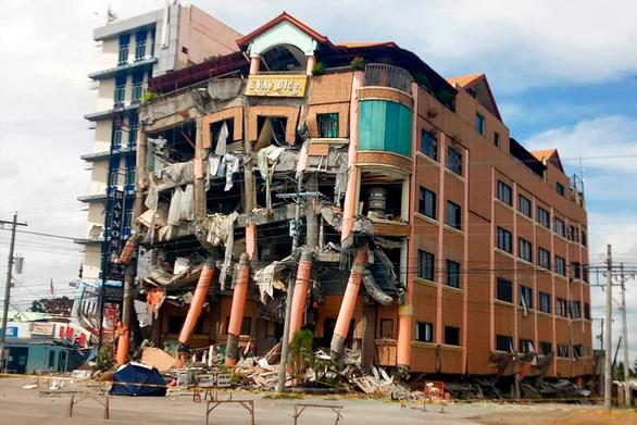 Lãnh đạo bị tường đè chết tại chỗ làm do động đất mạnh - Ảnh 1.