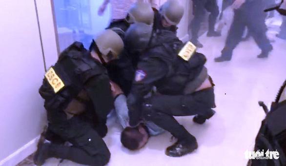 Nghẹt thở dùng quả nổ giải cứu con tin trong tòa nhà cao nhất Sài Gòn - Ảnh 1.