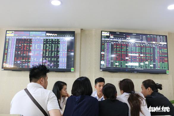 VN Index mất mốc 1.000 điểm, khối ngoại bán ròng mạnh trong tháng 10 - Ảnh 1.