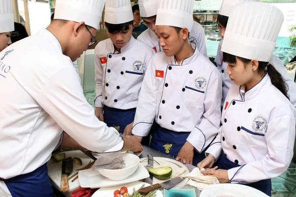 Nghề Bếp: Dễ học, dễ kiếm việc làm - Ảnh 2.