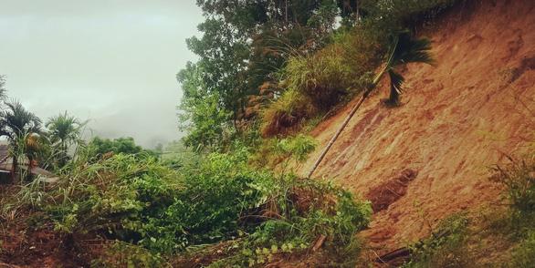 Quảng Ngãi: bão qua, mưa tới lại lo sạt lở, lũ dâng - Ảnh 3.