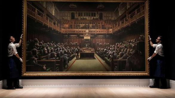 Tranh vẽ Quốc hội Anh như bầy khỉ có giá hơn chục triệu đô - Ảnh 1.