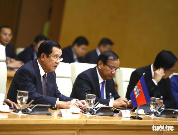 Thủ tướng Campuchia Hun Sen bắt đầu thăm chính thức Việt Nam - Ảnh 4.