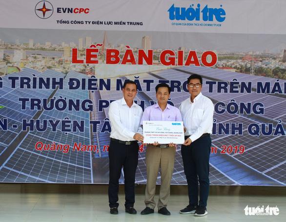 Thêm 2 trường học miền núi Quảng Nam có điện mặt trời - Ảnh 1.