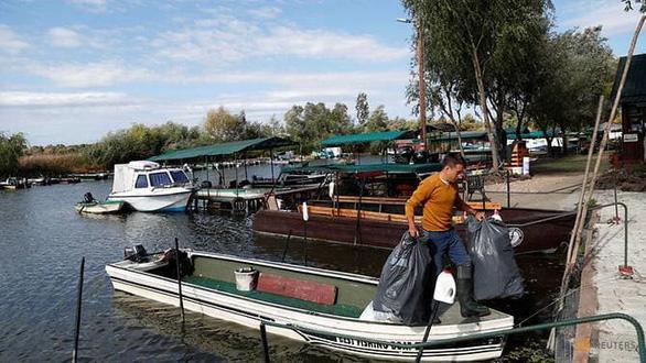 Nghỉ việc để… dọn sạch rác ở dòng sông thời thơ ấu - Ảnh 3.
