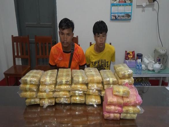 Biên phòng bắt vụ vận chuyển 215.000 viên ma túy ở biên giới Việt - Lào - Ảnh 1.