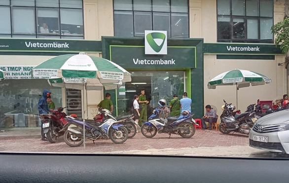 Nghi phạm nổ súng cướp ngân hàng ở Thanh Hóa là thượng úy công an - Ảnh 1.