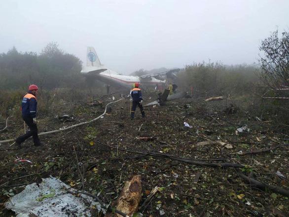 Máy bay rơi vì hết xăng, nhiều người thiệt mạng - Ảnh 2.