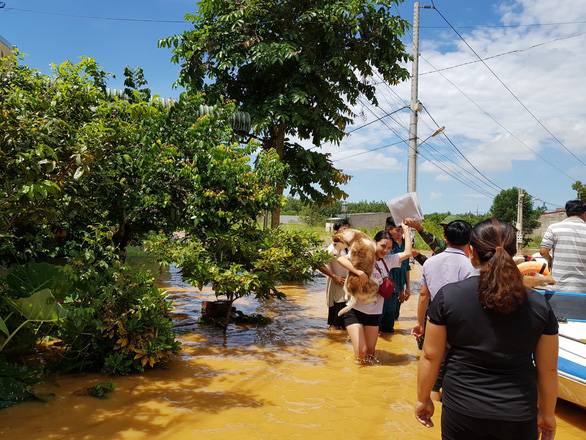 Lũ bất ngờ ở Bình Phước gây ngập 189 căn nhà - Ảnh 1.