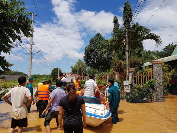 Lũ bất ngờ ở Bình Phước gây ngập 189 căn nhà - Ảnh 2.