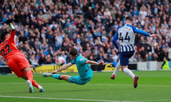 Thủ môn mắc sai lầm, Tottenham thua đậm 0-3 trước 'đàn em' Brighton - Ảnh 3.