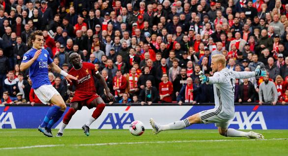 Thắng nghẹt thở Leicester ở phút 90+5, Liverpool bỏ xa M.C 8 điểm - Ảnh 1.