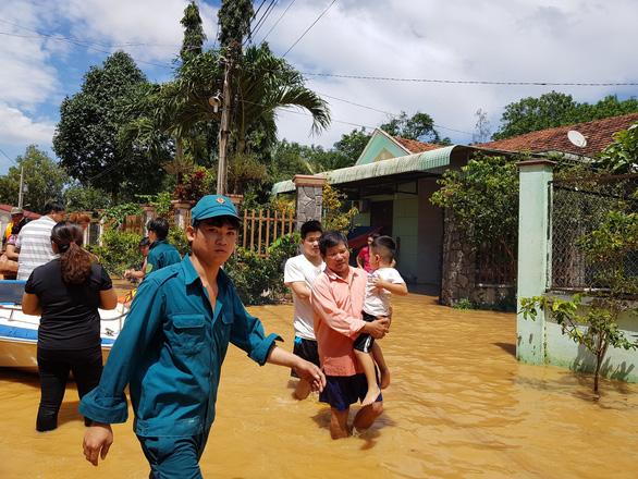 Lũ bất ngờ ở Bình Phước gây ngập 189 căn nhà - Ảnh 3.