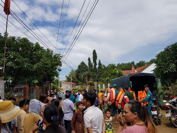 Lũ bất ngờ ở Bình Phước gây ngập 189 căn nhà - Ảnh 4.