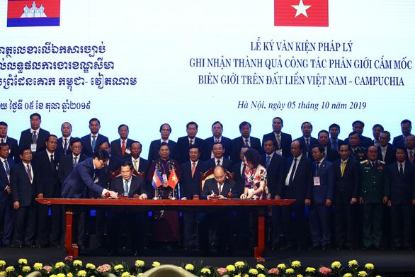 Việt Nam và Campuchia ký thỏa thuận biên giới lịch sử - Ảnh 2.