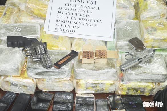 Bắt hai thanh niên Lào thủ súng đạn 'cõng' ma túy vào Việt Nam - Ảnh 3.