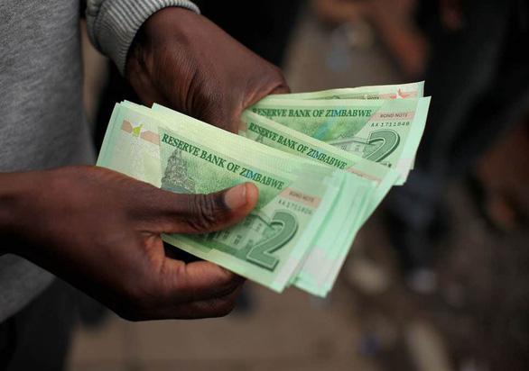 Zimbabwe sẽ phát hành tiền mới vào tháng 11 - Ảnh 1.
