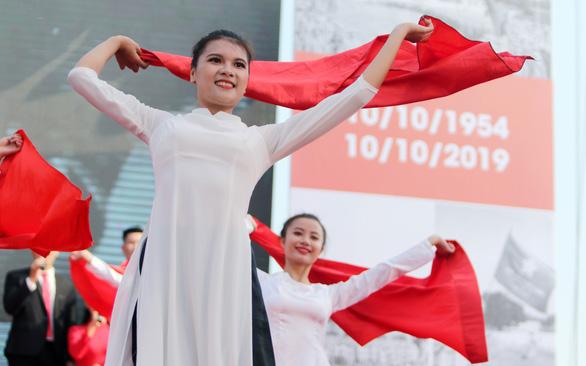 Tái hiện lễ chào cờ lịch sử đầu tiên khi Hà Nội được giải phóng - Ảnh 9.