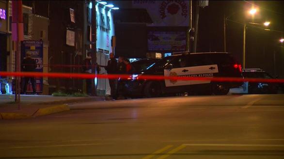 Xả súng 4 người chết ở Kansas, vẫn chưa bắt được nghi phạm - Ảnh 1.
