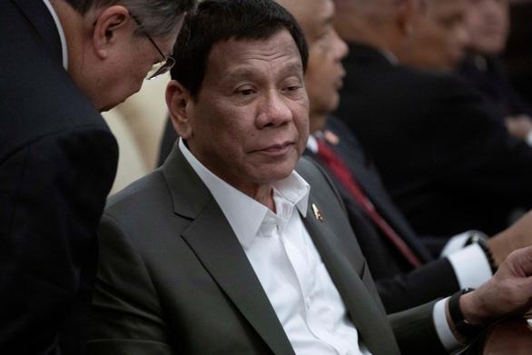 Ông Duterte tiết lộ đang mắc bệnh mắt to mắt nhỏ - Ảnh 1.
