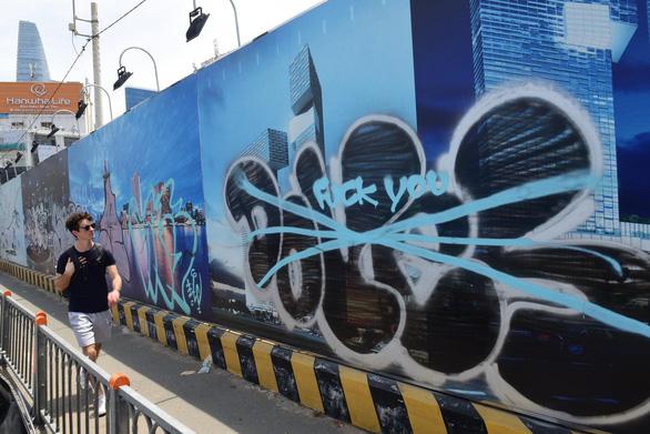 Graffiti nghệ thuật đích thực không bôi bẩn đường phố - Ảnh 1.