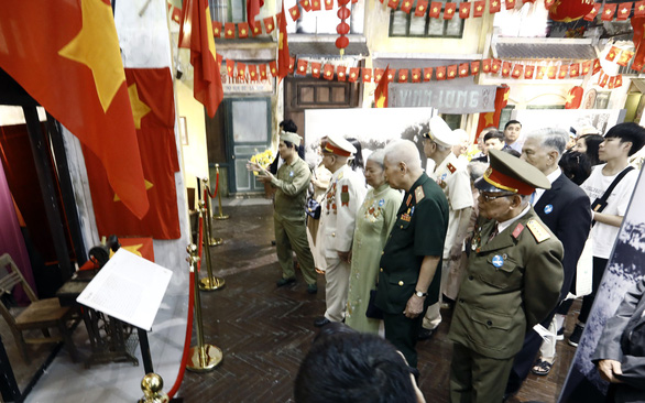 Tái hiện lễ chào cờ lịch sử đầu tiên khi Hà Nội được giải phóng - Ảnh 5.