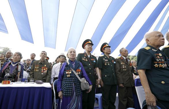 Tái hiện lễ chào cờ lịch sử đầu tiên khi Hà Nội được giải phóng - Ảnh 7.