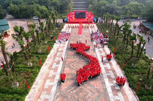 1.000 bạn trẻ xếp hình dải đất hình chữ S khởi động hành trình Tôi yêu Tổ quốc tôi - Ảnh 3.