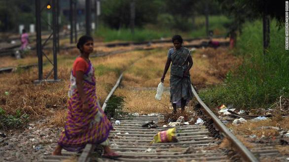 Có cả 100 triệu nhà xí mới, người Ấn vẫn thích đi vệ sinh lộ thiên - Ảnh 2.