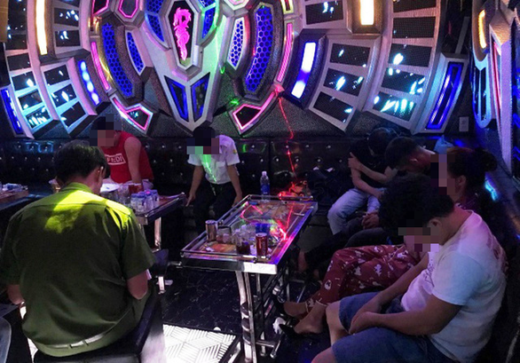 Hơn 30 dân chơi Quảng Nam dương tính với ma túy bị thộp cổ lúc rạng sáng - Ảnh 1.