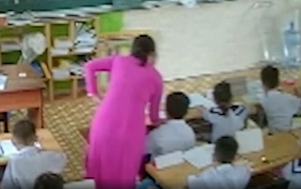 Phụ huynh, giáo viên được gì khi đối phó nhau bằng camera? - Ảnh 1.