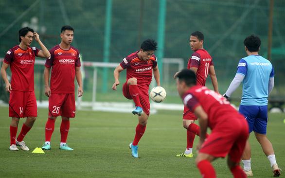 Công Phượng tập buổi đầu tiên cùng đội tuyển Việt Nam - Ảnh 3.