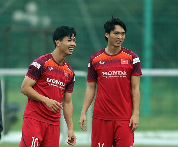 Công Phượng tập buổi đầu tiên cùng đội tuyển Việt Nam - Ảnh 1.