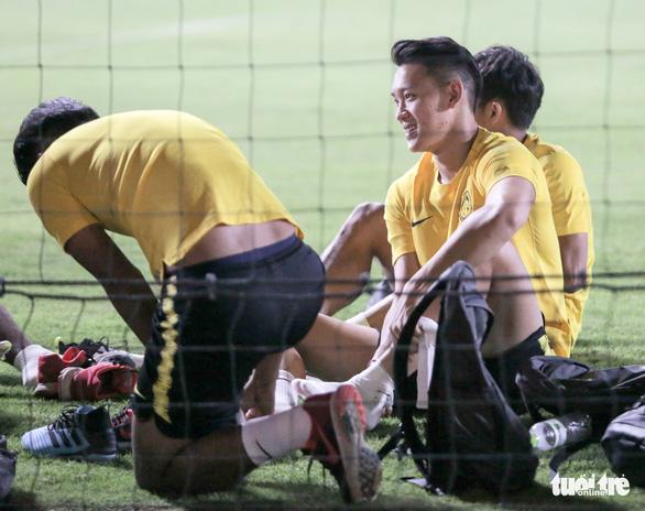 Tuyển Malaysia lao vào tập luyện chỉ sau 3 tiếng nghỉ ngơi ở Việt Nam - Ảnh 11.