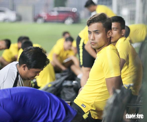 Tuyển Malaysia lao vào tập luyện chỉ sau 3 tiếng nghỉ ngơi ở Việt Nam - Ảnh 8.