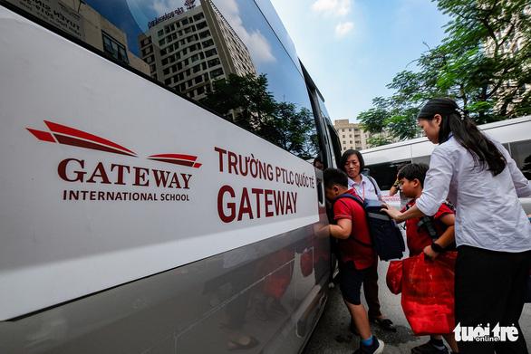 Bộ GD-ĐT đề nghị Bộ GTVT chủ trì xây dựng tiêu chuẩn xe đưa đón học sinh - Ảnh 1.