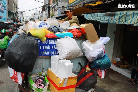 Dân hưởng ứng, nhưng vì sao phân loại rác tại nguồn vẫn ì ạch? - Ảnh 2.