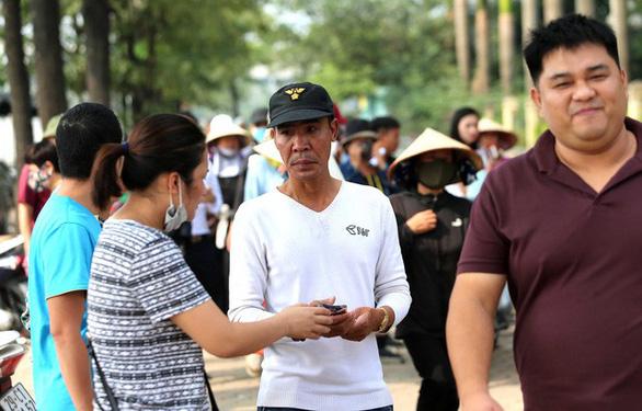 """Vé """"chợ đen"""" trận Việt Nam - Malaysia lên tới 5-6 triệu đồng/cặp - Ảnh 1."""