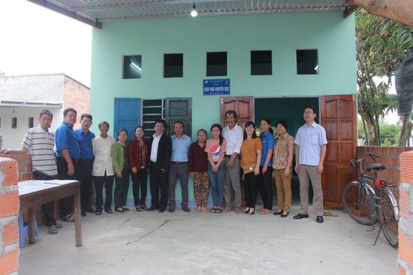 Trường xây nhà tặng sinh viên nghèo - Ảnh 1.