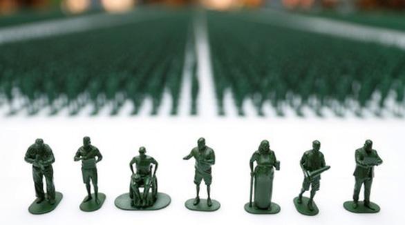40.000 chú lính đồ chơi khắc họa thân phận người lính giải ngũ - Ảnh 1.
