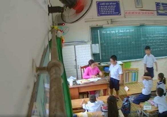 Đang dạy, cô giáo giật mình khi phụ huynh gọi: Sao cô phạt con tôi? - Ảnh 1.