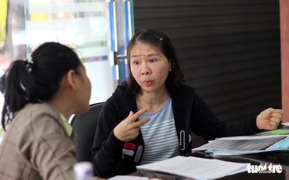 Vụ cô giáo quỳ ở Đắk Lắk: Điều chuyển đúng quy định nhưng chưa chặt chẽ - Ảnh 1.