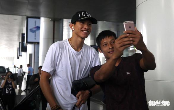 Văn Hậu: Lúc nào tôi cũng sẵn sàng thi đấu cho đội tuyển Việt Nam - Ảnh 4.