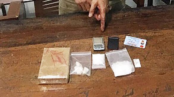 Bắt người đàn ông đi xe máy vận chuyển hơn 300g ma túy - Ảnh 2.
